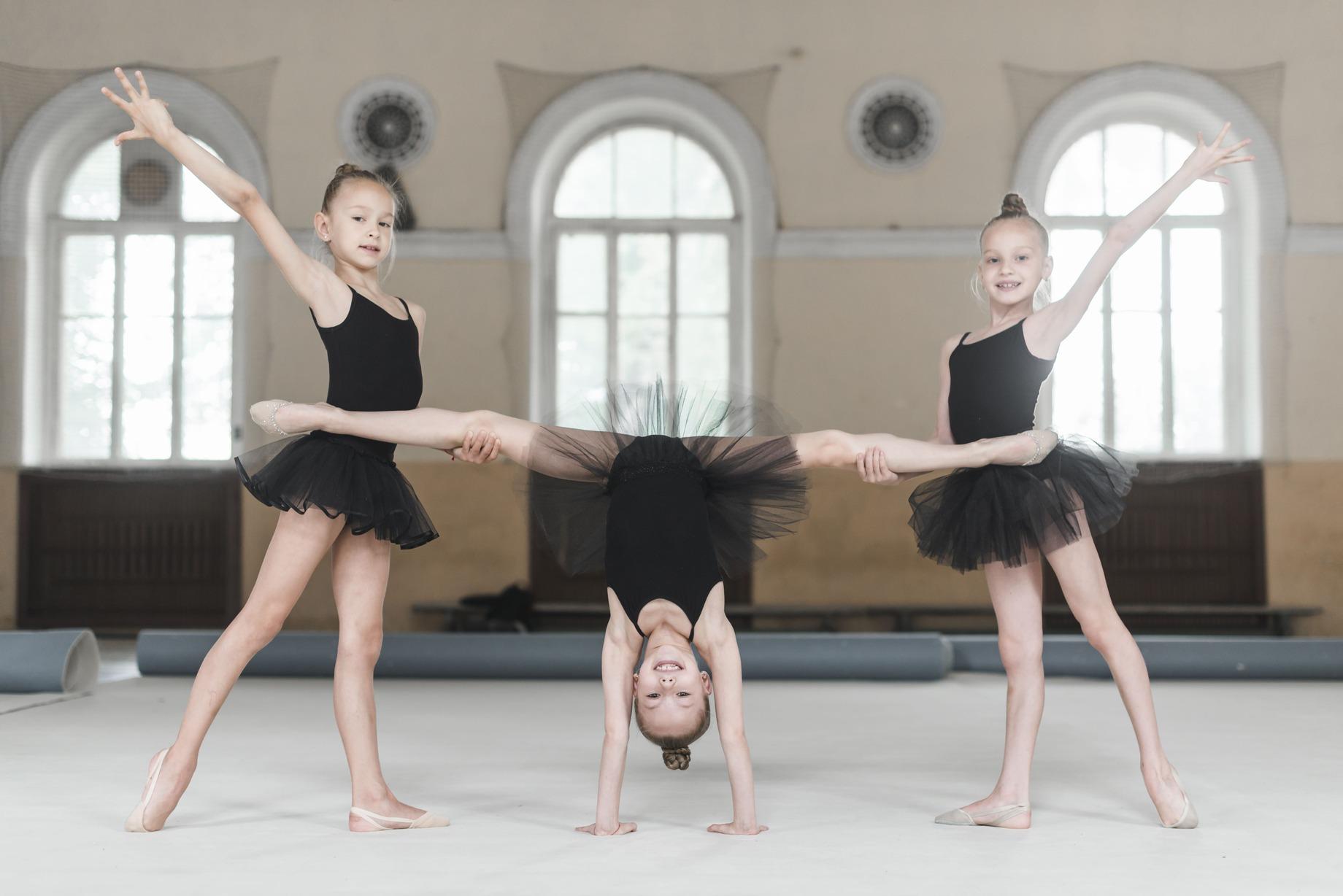 ballerina-girls-stretching-dance-class (1)